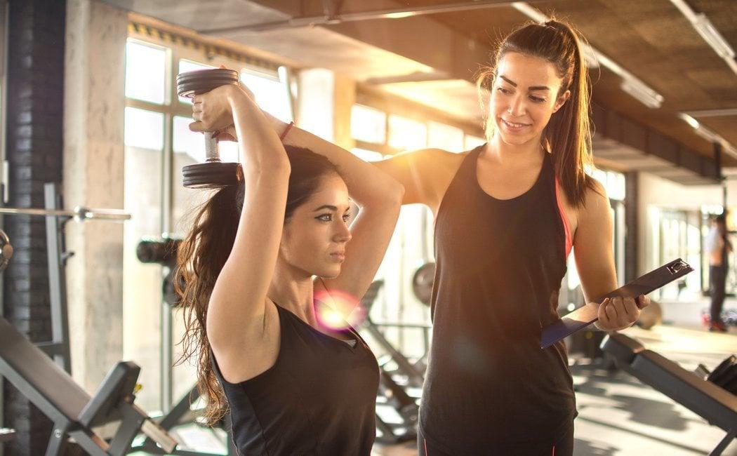5 ejercicios para tríceps con mancuernas
