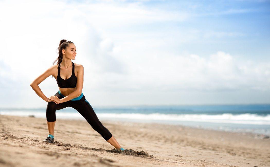 Tabla de ejercicios para hacer deporte en la playa