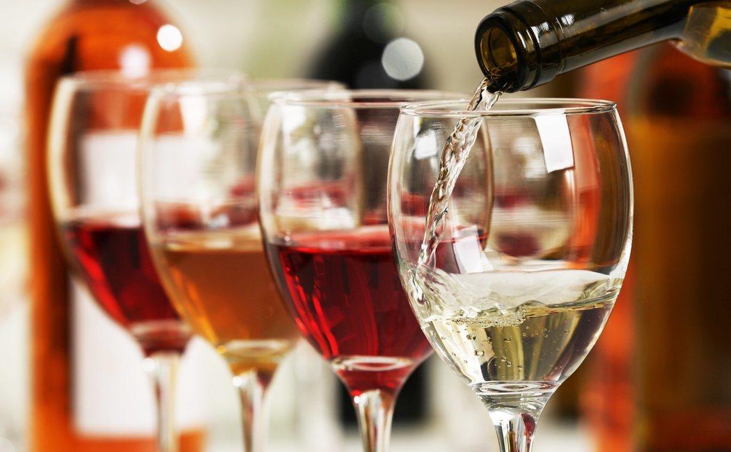 Vino blanco o vino tinto, ¿qué vino engorda más?
