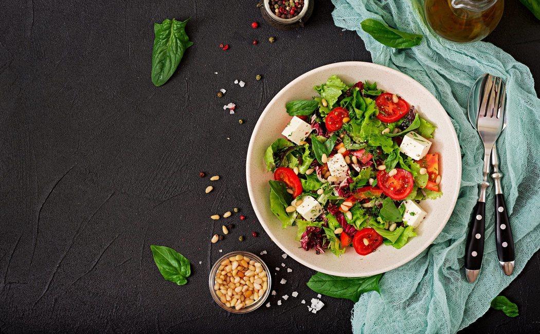 Cómo hacer una ensalada completa y saludable