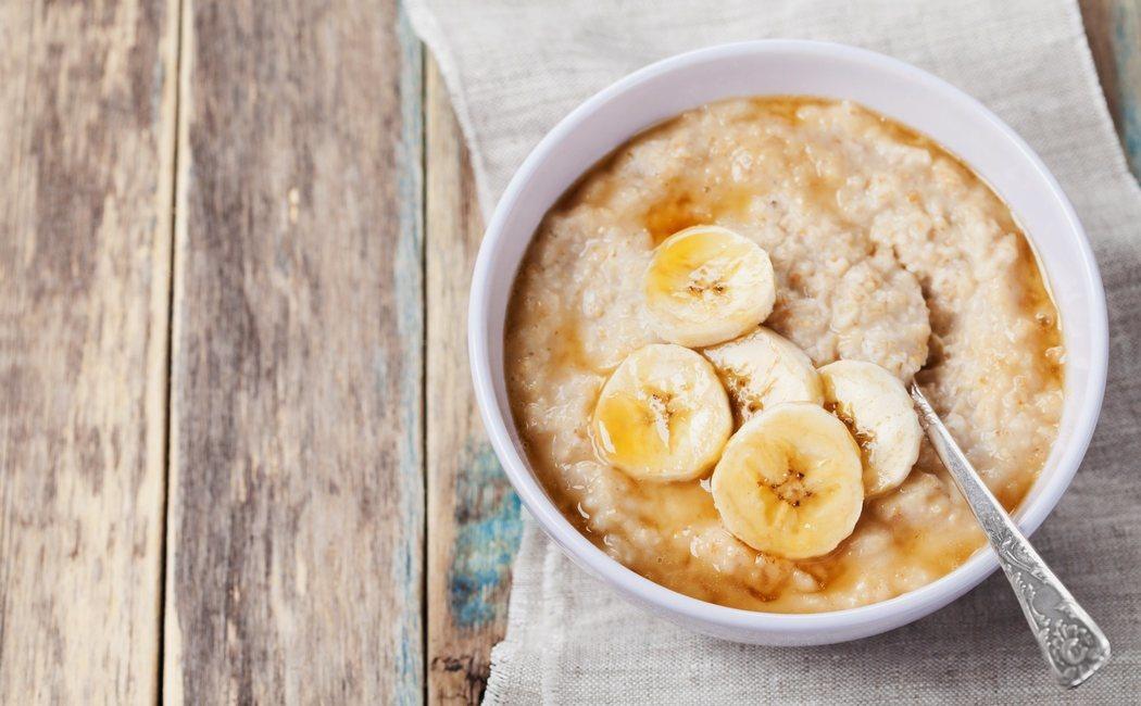 Cómo hacer porridge de avena para desayunar
